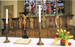 Der Hoch- oder Choraltar mit spätgotischer Predella